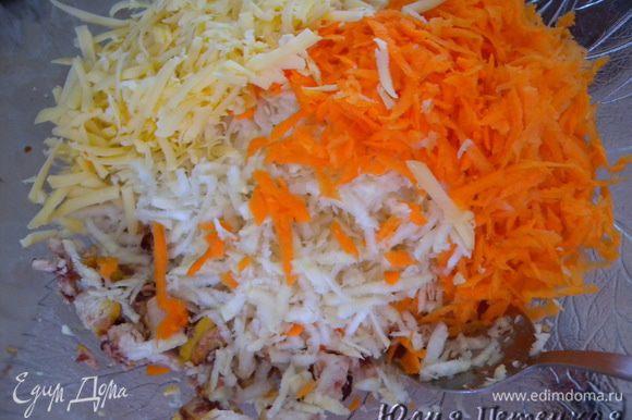 Сельдерей, морковь, сыр натереть на терке.