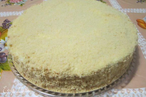 Украшаем торт по желанию. Я обсыпала торт крошкой. На пару часов оставила пропитаться на кухне и на ночь поставила в холодильник. А с утра уже можно наслаждаться домашним тортиком. Приятного аппетита!