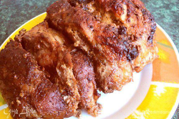 Не вынимая из фольги, запечь в духовке при температуре 200 градусов в течении 1 часа 15 мин. Затем фольгу раскрыть и запекать мясо до румяной корочки еще 15-20мин.