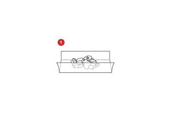 Взять 4 листа кулинарной бумаги SAGA формата А3, поместить по центру каждого листа кружки из теста и изготовить лодочки SAGA . Скрутить края бумаги и обвязать кулинарной нитью.