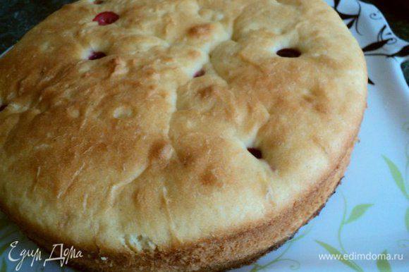 Выпекать при температуре 180 градусов, 30-35мин до сухой лучинки. Готовый пирог остудить в форме.