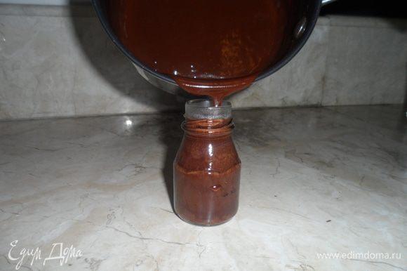 Готовый сироп перелить в посуду, бутылочку или баночку. Охладить.