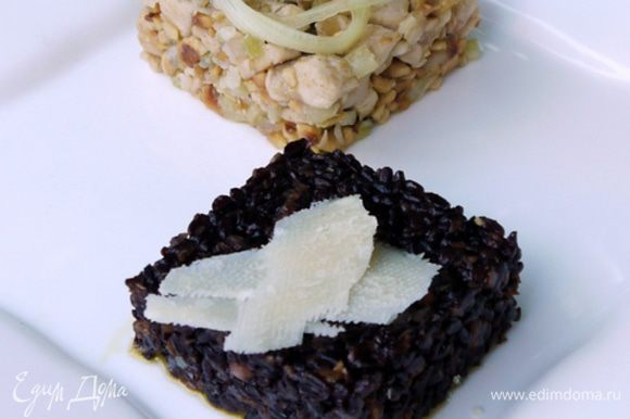 Бальзамический уксус уваривать пару минут, чтобы повысилась его концентрация и он загустел. Подать курицу с рисом, не смешивая, и капнуть на тарелку бальзамический уксус.