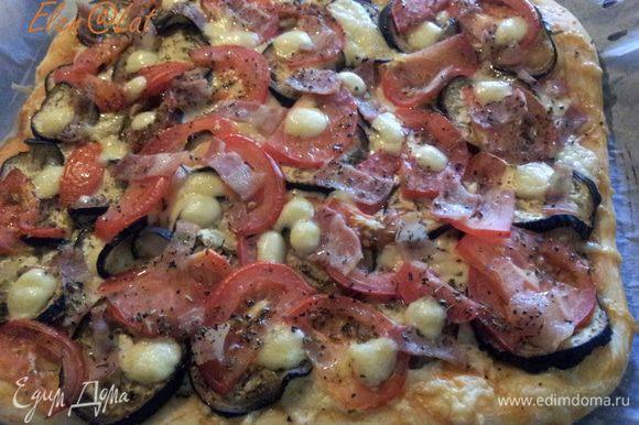 Поставить пиццу в заранее разогретую духовку до 200С на 20 минут, края теста должны зарумяниться. Все пицца готова, все просто и вкусно!!!! Приятного аппетита!