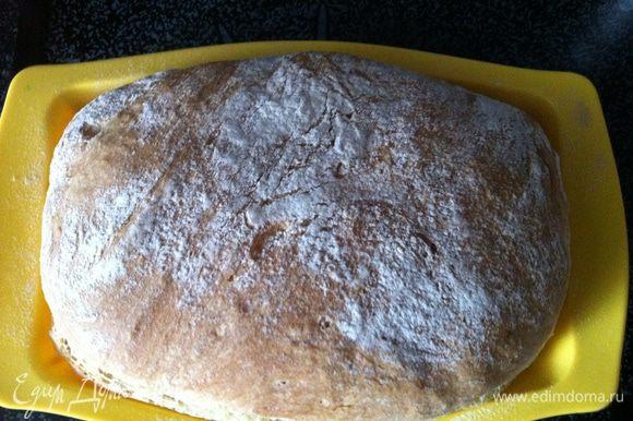 Готовый хлеб поместите на решетку и отставьте в сторону на 30 минут. Если у вас получилось больше хлеба, чем нужно, – смело отправьте его в морозилку.