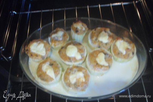 Выложить кабачки на тарелочку, соус вылить вокруг, чтобы избежать навязчивого вкуса. Всем приятного аппетита!!)))