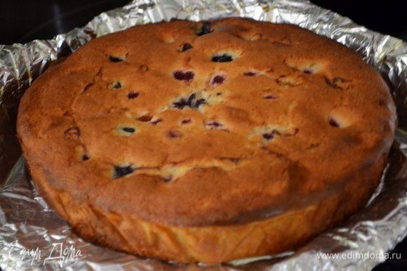 Готовый кекс вытащим из духовки и дадим остыть ему 10мин.