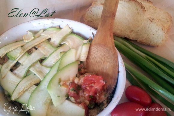 После 20-ти минутного запекания кабачки готовы, вкусно,просто не калорийно и сытно. Угощайтесь!!!