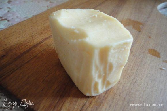 Сыр тоже натереть на мелкой терке.