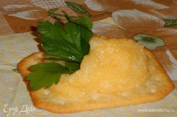 Подавать на крекере с листиком петрушки))) Приятного))))
