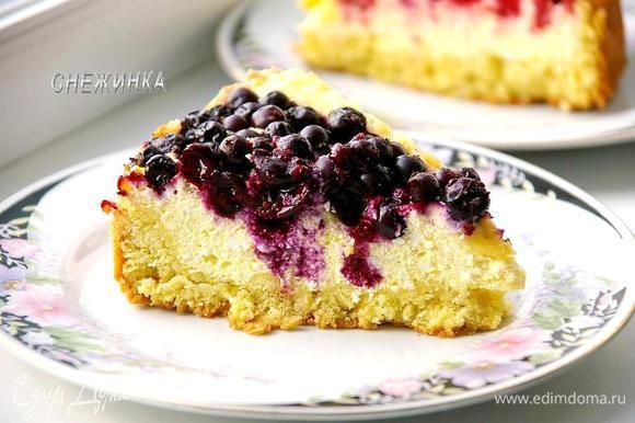 Разрезаем, когда пирог полностью остыл! Приятного аппетита!