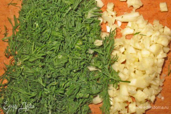 Укроп и чеснок мелко порезать. Смешать творог, брынзу, сыр, укроп, чеснок и немного растительного масла.