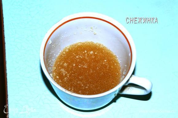 Готовим суфле. Желатин заливаем холодной водой, не более чем на 5 мм. выше желатина. Оставляем набухнуть.