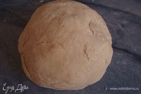 замесить мягкое тесто, если понадобится еще мука, то подмесить