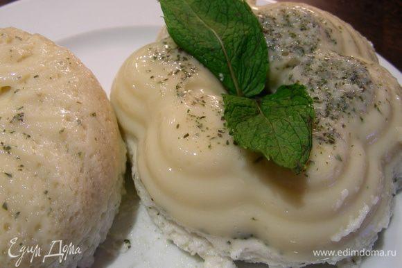 Подаем десерт, украсив листиками мяты, можно еще и немного лимонной цедры добавить. Приятного аппетита)