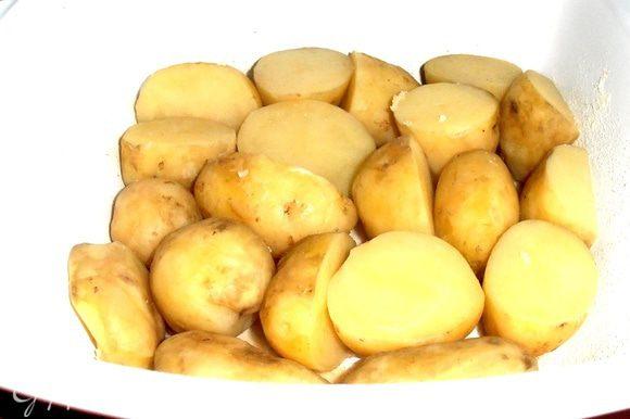 Начинаем сборку!Первый слой-картофельный(поперчить красным перцеп,соль уже была).