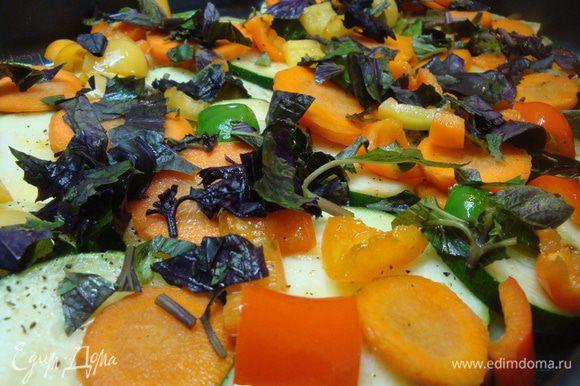 Слой моркови с перцем приправить измельченым реганом.