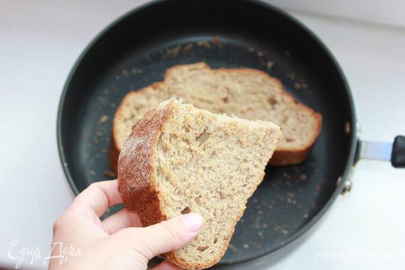 Сперва приготовить мясной бульон. У меня не оказалось черствого хлеба, поэтому я немного его подсушила на сковороде.