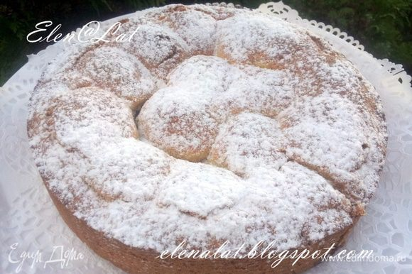 Пирог остудить и посыпать сахарной пудрой. Приятного аппетита!!!!!!!!!