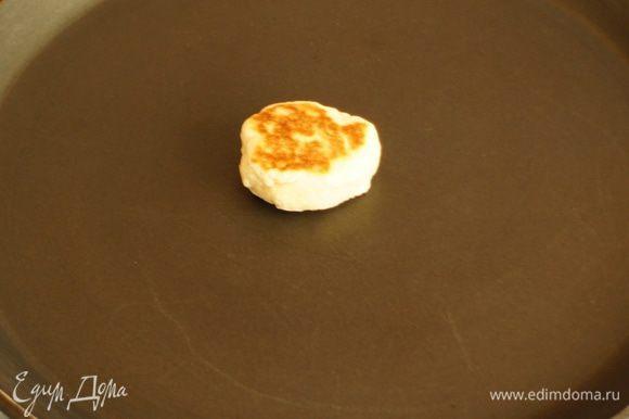 Таким образом можно отрегулировать подачу температуры для обжаривания остальных кейков. Если пробник получается бледным – добавить температуру, если обгорает быстро, то уменьшить.Т.е. хороший результат нагрева сковороды, если кейки обжариваются в течении 4-х минут и становятся золотыми с каждой стороны.