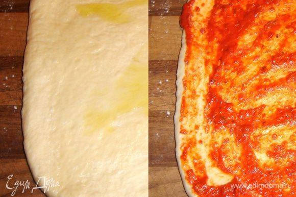 На присыпанную мукой рабочую поверхность выложить тесто и раскатать его в прямоугольник,толщиной 0,5-0,7 см.Смазать тесто 2-3 ст.л. оливкового масла. Поверх масла равномерно нанести пепперонату.
