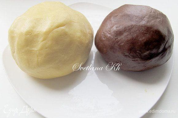 В белое тесто просто добавить муку. Не делайте тесто плотным. Оно получается немного жирноватым и очень мягким.