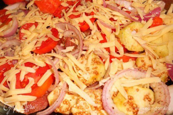затем кладем в форму на дно отбивные, сверху кладем маринованный лук, сверху лука - помидоры кружочками и перец соломкой, потом баклажан можно и тертый сыр, ставим в духовку при т. 250 на 30 мин.