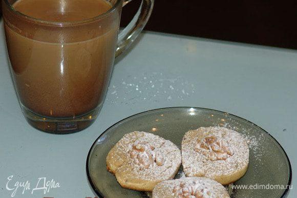 Пытаемся дождаться, когда остынут, )) посыпаем сахарной пудрой. Приятного аппетита!