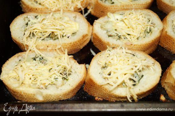 Затем достать из духовки и посыпать тертым сыром и снова поставить в духовку на пару минут. Приятного аппетита!!!