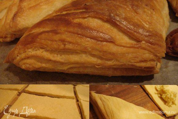 Для пеновани - это такие маленькие хачапури,которые во множестве выпекают в кафе и подают со сладкой газировкой - тесто развернуть, раскатать потоньше и нарезать на квадраты 15х15 см. В середину каждого квадрата выложить начинку из имеретинского сыра,сулугуни и яйца ( можно в начинку добавить только белок,а желток оставить для смазывания пирожков). Сложить квадраты в треугольники или конверты.Смазать желтком и выпекать тут же при 200* С . Подавать горячими!
