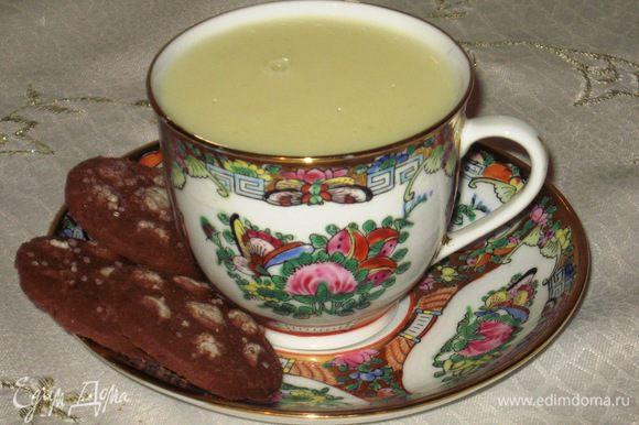 Разливаем шоколад по чашкам и наслаждаемся.Приятного аппетита:)