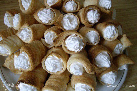 Наполнить трубочки. Можно присыпать пирожные сах. пудрой, а крем орешками. Приятного!!!!