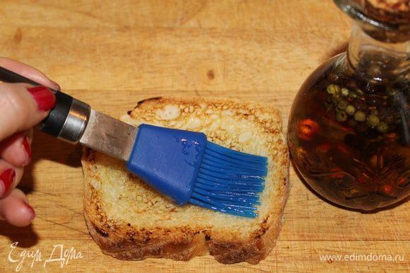 Смазать оливковым маслом.