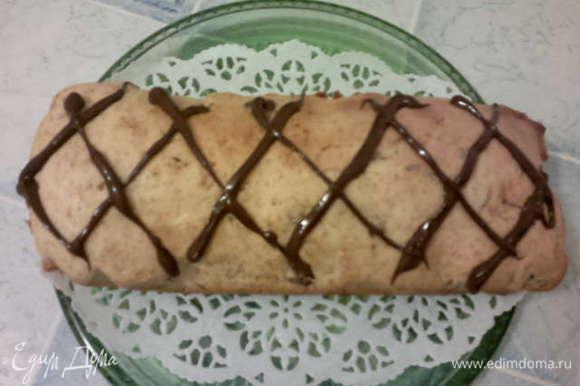 Готовый кекс украшаем растопленным шоколадом. Приятного чаепития!!!)))