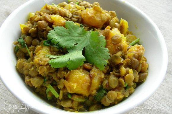 Подаем сразу же. К этому блюду хорошо подойдет рис, хлеб или лепешки, которые вкусно в него макать. Приятного аппетита))