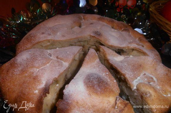 Пирог получается очень дырчатый,а яблочки вперемешку с орешками и корицей-просто наслаждение!