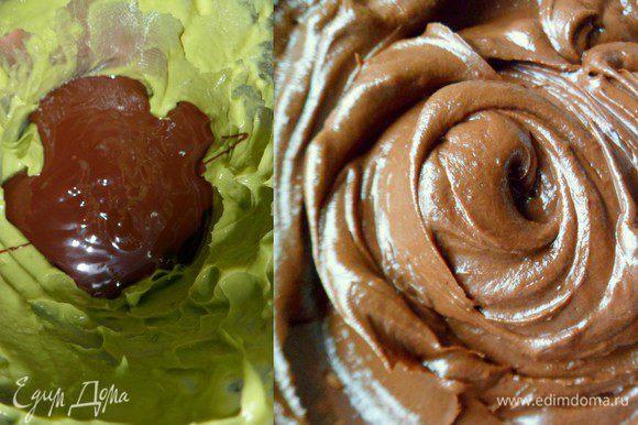 авокадо измельчаем в блендере и соединяем с шоколадом