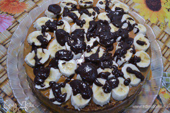 Шоколад растопить и распределить по бананам