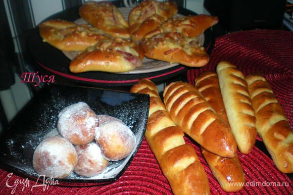 Из общего количества ингредиентов для сладкого теста,я испекла 6 багетов венского хлеба,9 конвертов и 10 пончиков.