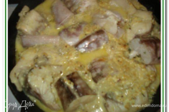 Добавить измельченный укроп , посолить, поперчить. В готовый соус положить рыбу, закрыть крышкой и томить 12-15 минут. Затем перевернуть рыбу, закрыть крышкой и снова томить 12-15 минут. Подавать с рисом, картофельным пюре Приятного аппетита!