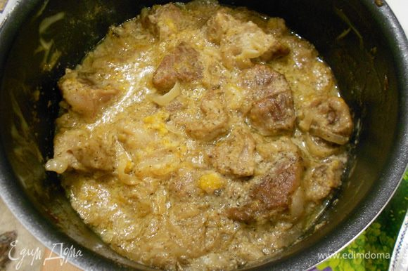 Забываем часа на два про эту посуду, можно оставить на ночь, если времени мало, можно готовить сразу.Ставим на маленький огонь и забываем часа на полтора... В итоге получаем очень мягкое и ароматное...тающее мясо...По этому рецепту делала курицу...тоже вкусно!!! Приятного аппетита!!!