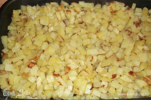 в это же время обжариваем в масле картошку до полу готовности, выкладываем на смазанную форму сначала треску, затем картошку (извините, что этих фоток нет поэтапно, фотографировала над паром, поэтому вышли неудачно).