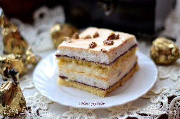 Порезать тортик на небольшие пирожные и приятного аппетита !