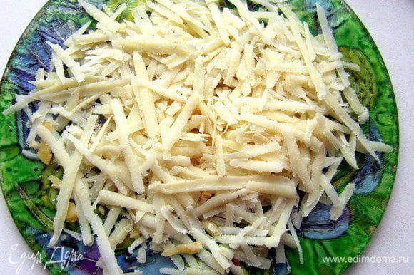 Сыр натереть на крупной тёрке.