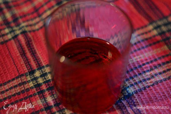 Готовим глазурь или ганаш. Алкоголь должен быть комнатной температуры.даже слегка тепловат.