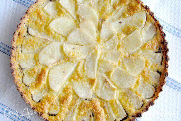 Пирог достать, дать остыть 5-10 минут, затем вынуть из формы. Приятного аппетита!