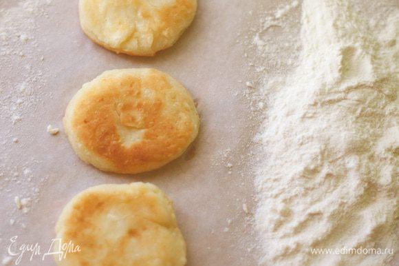 Все ингредиенты смешать, только сахар в последнюю очередь, когда вся масса хорошо перемешена, добавляйте сахар.