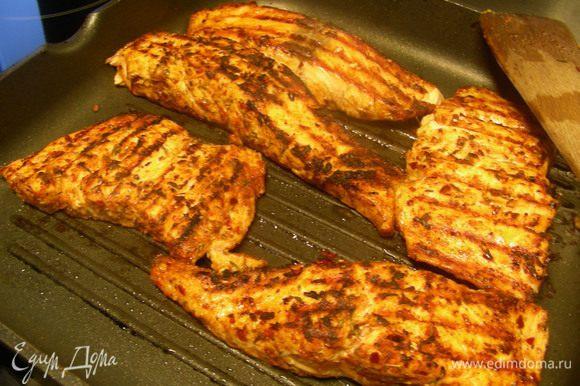 И обжариваем на гриле или сковороде-гриль (за неимением таковых ее можно просто обжарить или запечь в духовке).