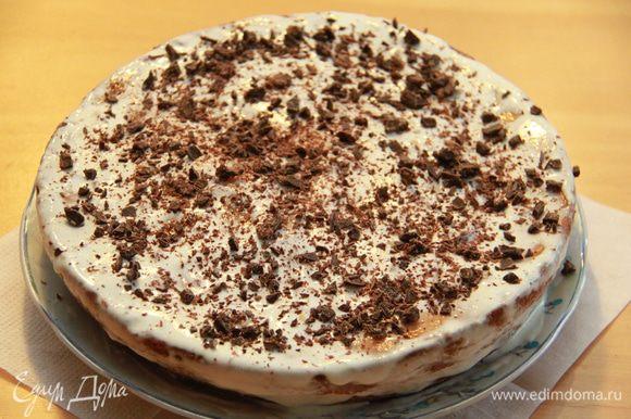 Собрать торт. Посыпать тертым шоколадом.