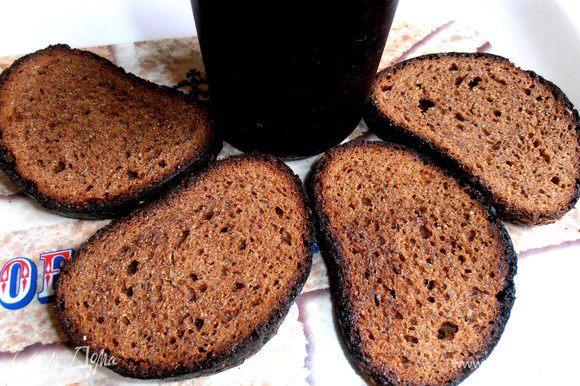 Хлеб желательно заранее подсушить в духовке...